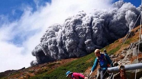 Yanardağ patlamasında 30 kişi öldü