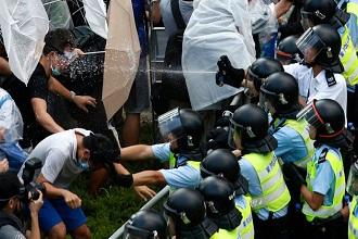 Londra'da 80 gösterici gözaltına alındı