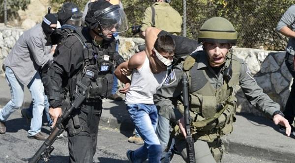 Zalim Siyonistler Çocuklara Ateş Etti ve Gözaltına Aldı