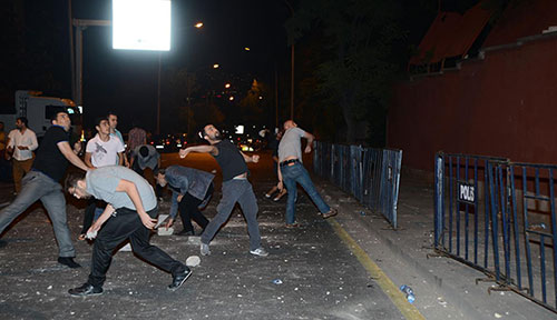 İsrail büyükelçiliği konutuna taş atan 3 çocuğa hapis cezası istendi!