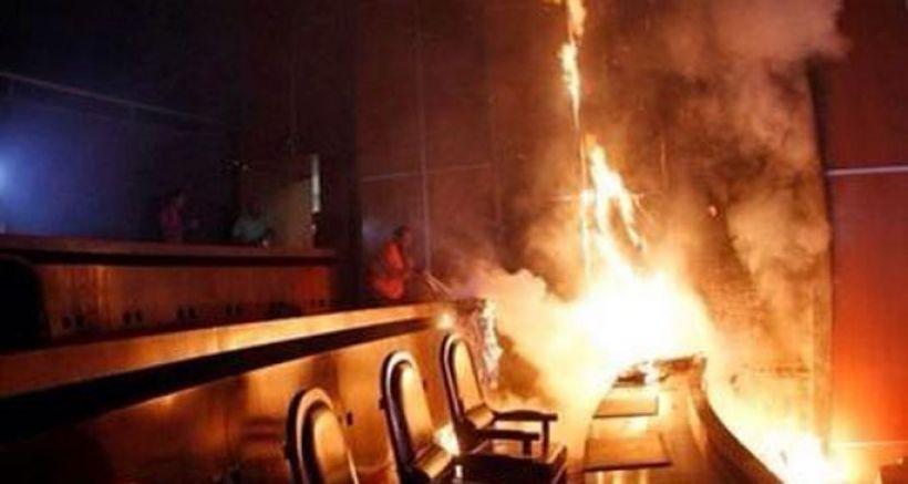 Meksika'da yerel meclis binasını ateşe verildi