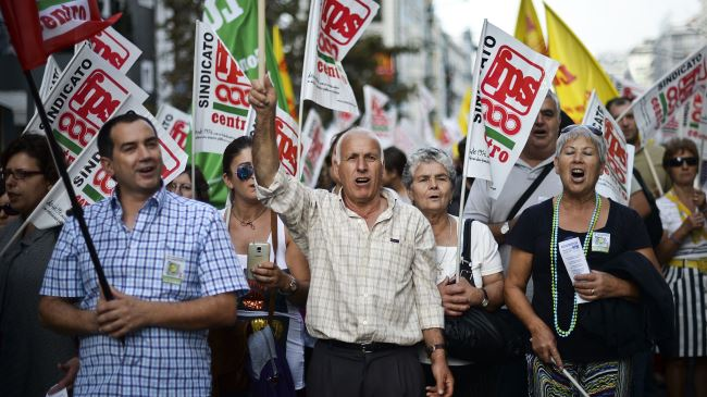 Portekiz'de 12 km'lik protesto yürüşü yapıldı