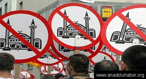 Müslümanların üzerine domuz pastırması attılar