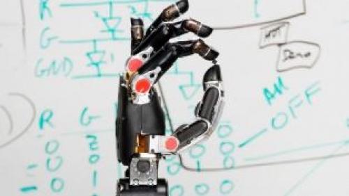 Çin'de bir robot, yazılı tıp sınavınını başarıyla tamamladı
