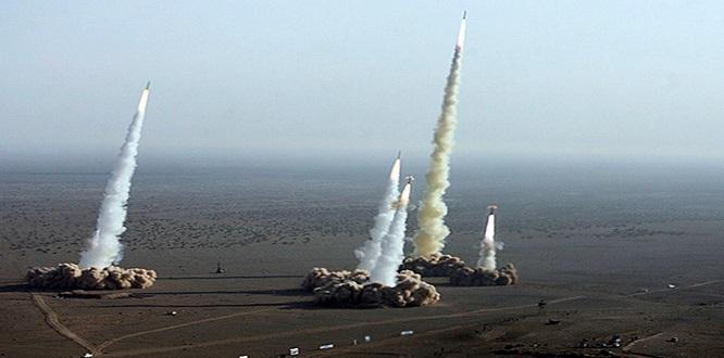 İran, 2 bin kilometre menzili yeni balistik füze denemesi yaptı