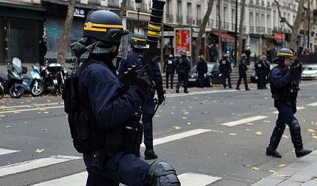 Fransa'da caminin kapısına kilit vuruldu