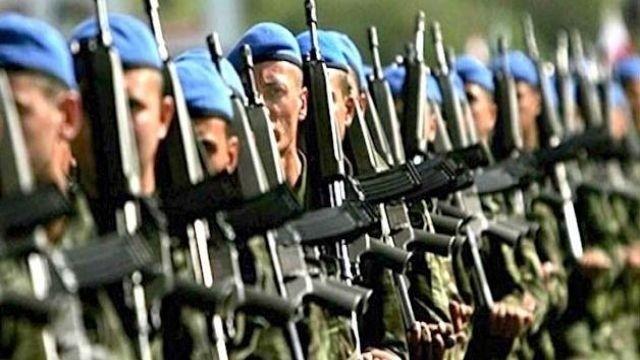 25 asker zehirlenme şüphesi ile hastanelere kaldırıldı
