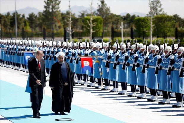 Cumhurbaşkanı Erdoğan, İran Cumhurbaşkanı Ruhani ile referandumu görüştü