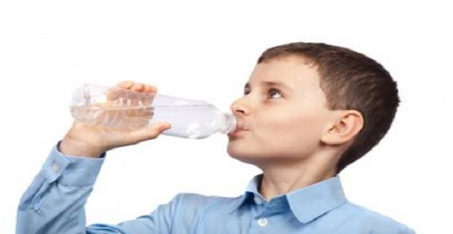 'Günde 8 bardak su gereksiz hatta zararlı' iddiası