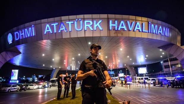 İstanbul Atatürk Havalimanı'nda şüpheli çanta alarmı !