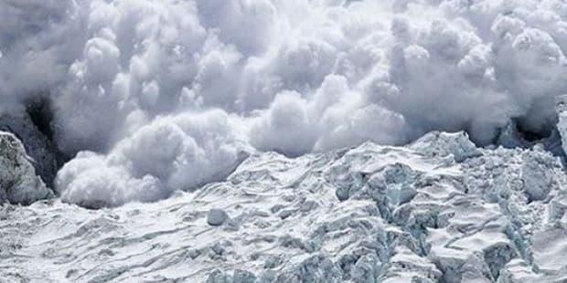 Fransa'da kayak pistine çığ düştü