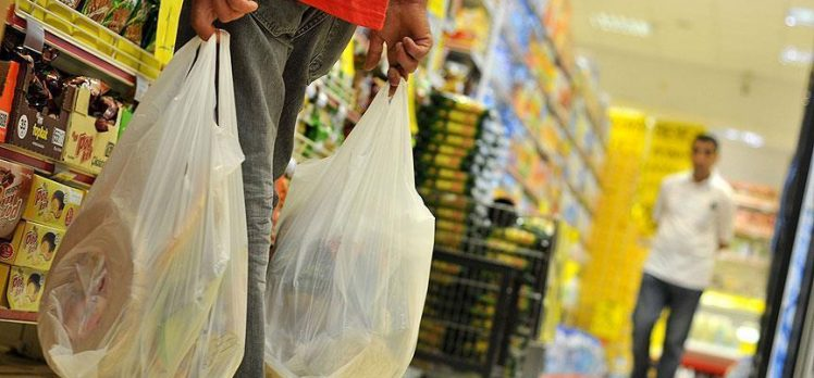 Market poşetlerinde yeni düzenleme: Yasaklanmayacak fakat cüzi bir bedel karşılığı satılacak