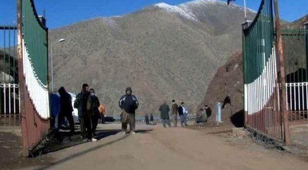 İran, Barzani'ye Kara Sınır Kapılarını Kapattı